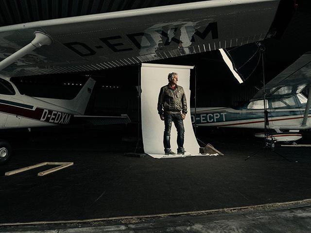 #Norderney #elinchrom #deepocta #ranger #pentax #645z #portrait #pilot #flugplatz #insel #makingof #famousbtsmag #halle #fotograf Cooperation with @christophspranger
