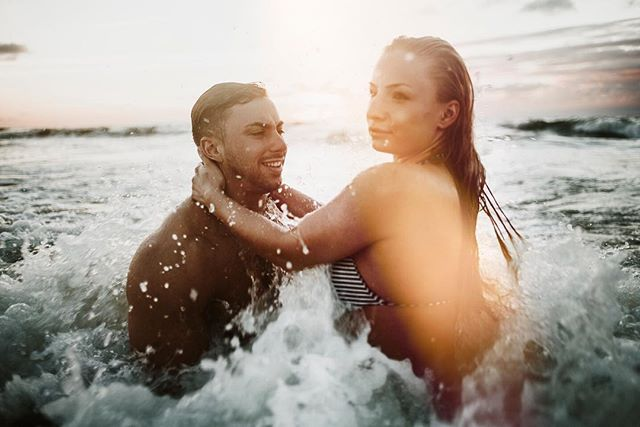 #Norderney #portrait #photooftheday #sundown #light #canon #leicam #35mm #flare #famousbtsmag #strand #meer #insel #wellen #surfen #board #brandung #fun #liebe #couple #wedding #plischplatsch